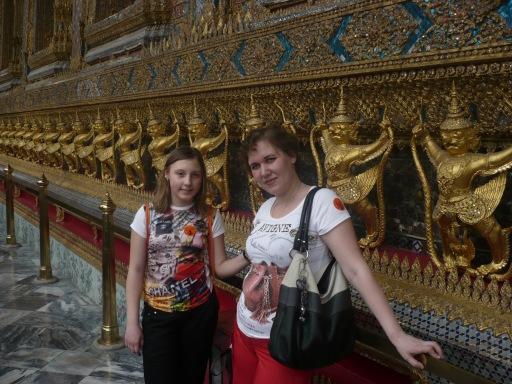 Мои любимые девченки возле храма нефритового Будды