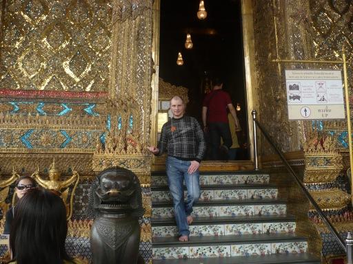 Выхожу из храма нефритового Будды