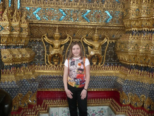 Доча, возле храма изумрудного будды