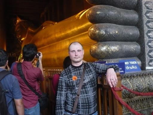 Я у ног возлежащего Будды