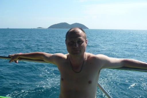 Плывем к острову