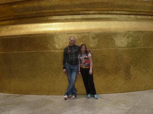 Говорят в этом золотистом здании хранятся мощи Будды