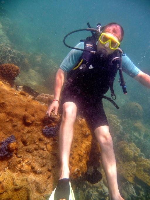 Научился сидеть под водой