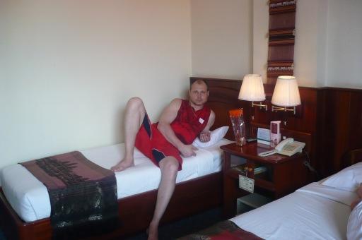 В номере гостиници, в Камбоджи