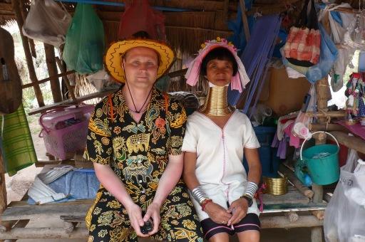 В деревне длинношеих женщин