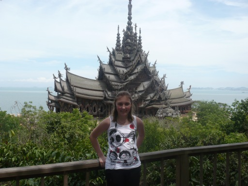 Высота храма примерно 105 метров