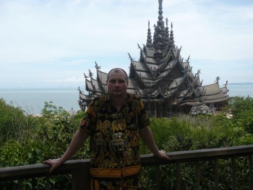 Самое большое деревянное строение в мире