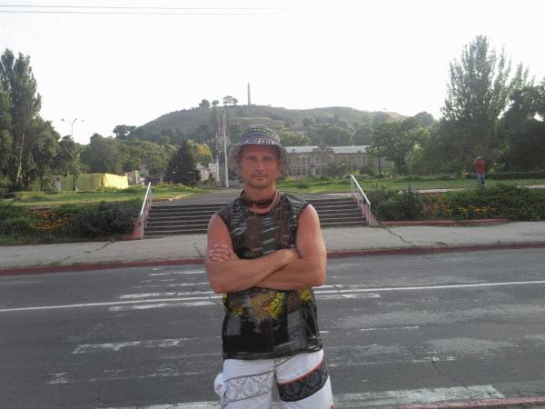 На фоне холма Митридат